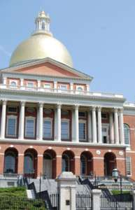 revolutionary-holidays-mass-statehouse