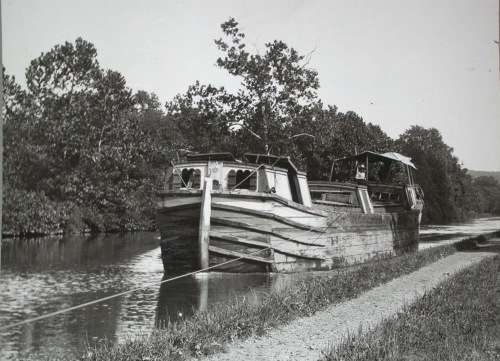 An early canal boat. Photo courtesy National Park Service.