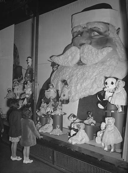 Window shopping in Downtown Crossing. Photo courtesy Boston Public Library, Leslie Jones Collection.