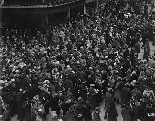 Christmas crowds at Downtown Crossing, date unknown. Photo courtesy Boston Public Library, Leslie Jones Collection.