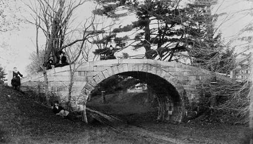 Stone bridge over the Middlesex Canal in Medford. Photo courtesy Library of Congress.