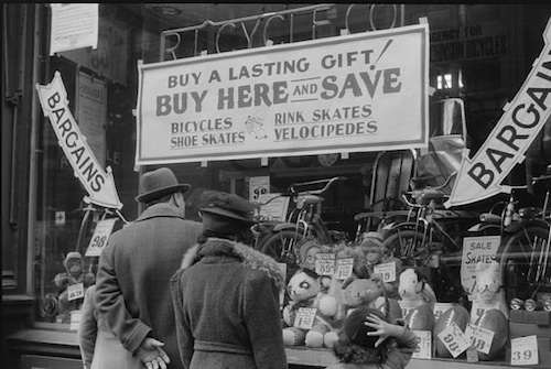 Shopping for Christmas bargains in Providence, 1940. Photo courtesy Library of Congress.