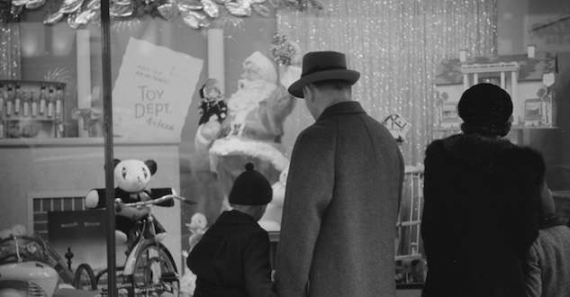 Window shopping at Christmas, Providence, 1940. Photo courtesy Library of Congress.