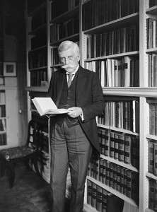 356px-Justice_Oliver_Wendell_Holmes_standing