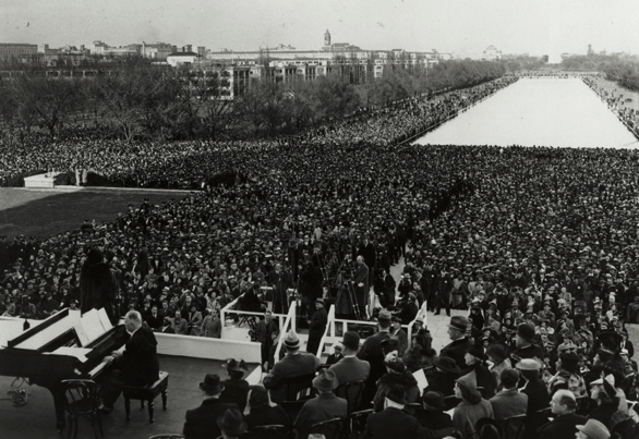 Marian Anderson performs at the Lincoln Memorial, April 9, 1939