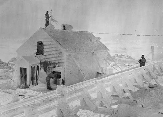 Mt. Washington Observatory, Jan. 1933. Photo courtesy Boston Public Library, Leslie Jones Collection.