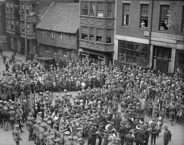 Crowd in front of the Paul Revere House, 1921