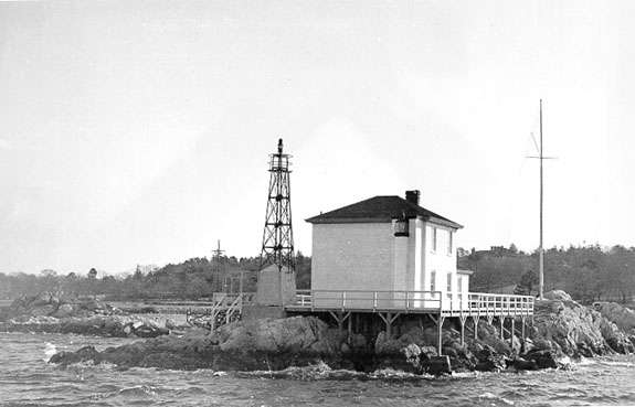 Ida Lewis Lighthouse licensed under Public domain via Wikimedia Commons.
