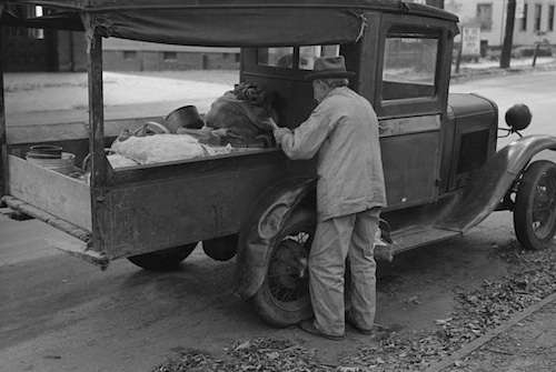 'Fruit vendor, Meriden, Conn.' Photo courtesy Library of Congress.
