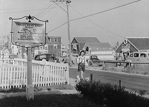 Provincetown tourists. Photo courtesy Library of Congress.