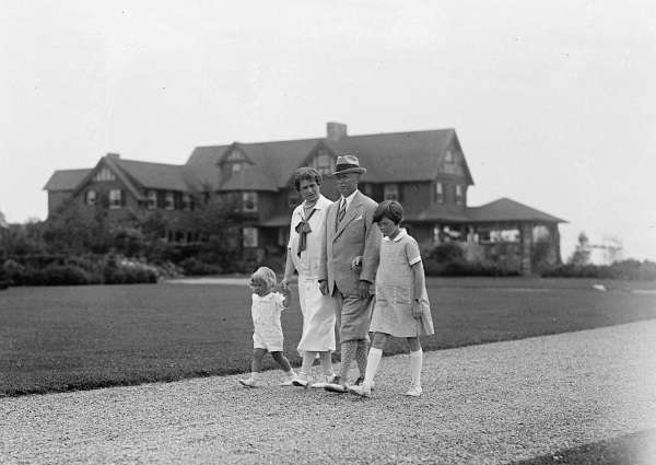 A. Atwater Kent and his family in Maine.
