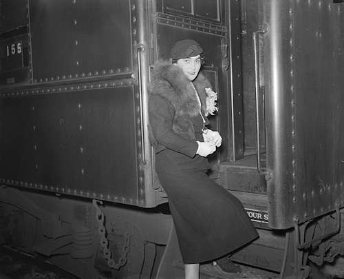 Jessie Costello heads for Broadway after her acquittal. Photo courtesy Boston Public Library, Leslie Jones Collection.