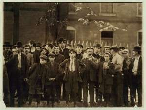 Mill workers in 1909 at the Winooski mills.