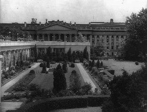 White House garden designed by Beatrix Farrand. Photo courtesy Library of Congress.