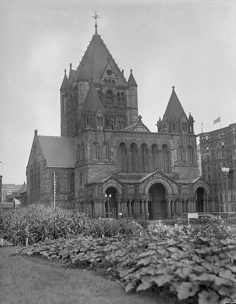 Victory garden in front of Trinity Church in Copley Square, Boston. Photo courtesy Boston Public Library, Leslie Jones Collection.
