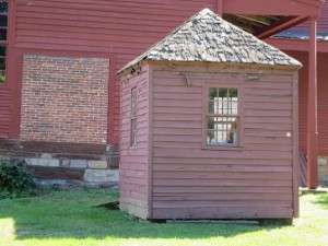 colonial outhouses 4