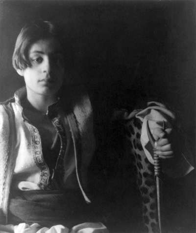 Kahlil Gibran by Fred Holland Day.