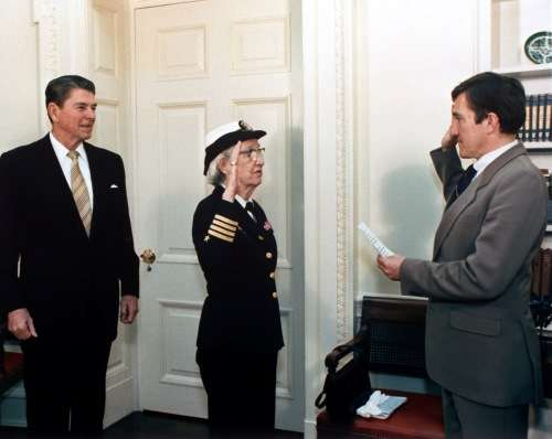 Grace_Hopper_being_promoted_to_Commodore