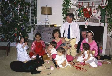 kennedy-family-christmas-1962