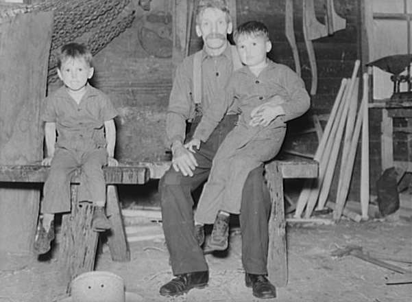 Franco-American grandfather and grandchildren in Lowell, Vt. Photo courtesy Library of Congress.