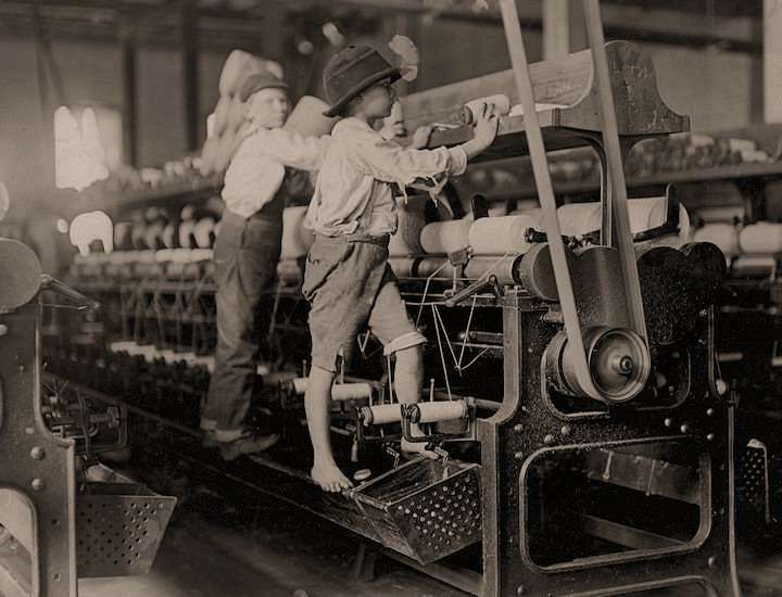 Doffers working in the Bibb Mill No. 1. Macon, Ga., in. January 1909. Photo by Lewis Hine, courtesy Library of Congress.