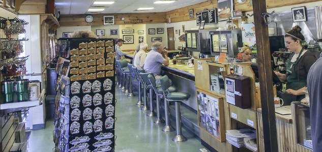 6-new-england-diners-moodys-diner