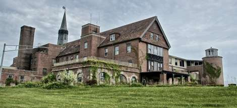 6-haunted-houses-seaside_sanitorium_waterford_ct