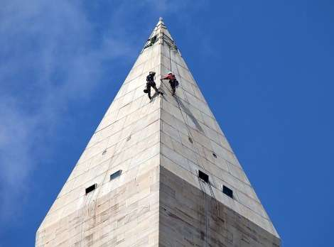 Workmen above the 152-foot mark.