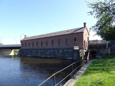 canal-gatehouse