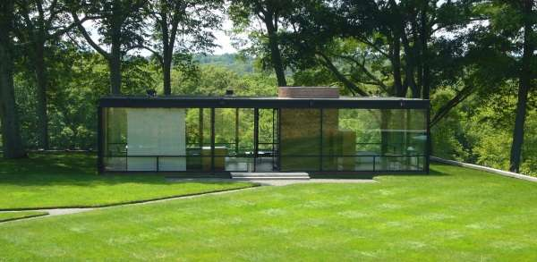 wealthiest-towns-glass-house